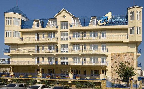 Фасад гостиницы Мирабель, г